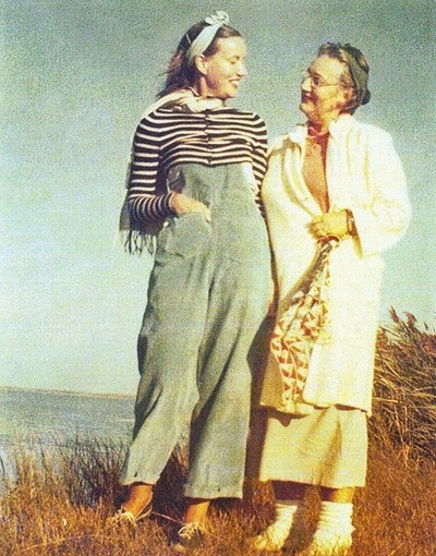 """Film Review of """"That Summer"""": Did the Mold at Grey Gardens Affect ..."""